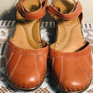 Easy Spirit closed toe shoe